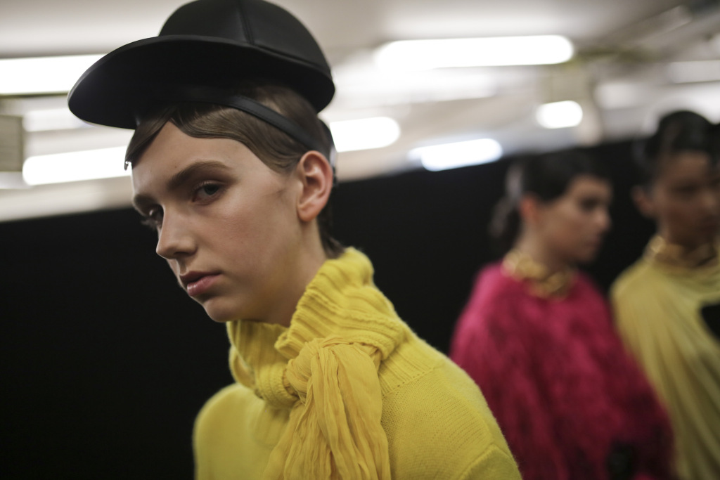 BenteOort - backstage_at_jw_anderson_rtw_fall_2019_Models1_KUBA DABROWSKI_WWD